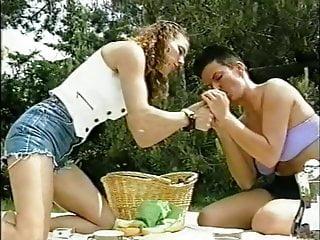Air girls sex Short hair frau en plein air