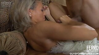 Persuaded my aunt for a massage and fucked hard