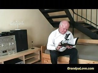 Tiffiny giving blowjob - Old grandpa fucking a younger babe and giving blowjob