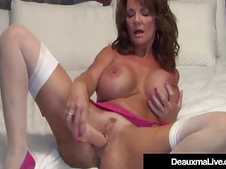 Using anal plugs Texas cougar deauxma uses anal plug toy to squirt her cum