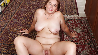 Curvy milf Gypsy Leigh gets creative in the kitchen