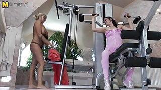 Hot mature mom fucks young babe at the gym