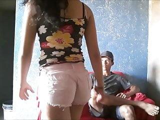 Ghetto teens ass Moreninha rabuda socou o minishortinho no cu pra provocar