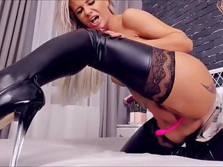 Latex stocking girls Bella - play pussy and squirt in latex stockings