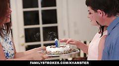 FamilyStrokes - трахаю папу, пока мама готовит