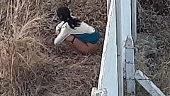 Desi girl outdoor pissing