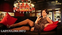 Lady Julina in echten Nylon Struempfen Strapse Stockings