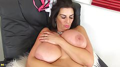 Gorgeous wife and mom with yummy big tits