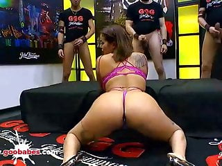 Ass booty butt off show Busty heidi van horny shows off her big butt - germangoogirl