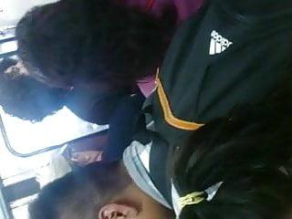Ele cunt Agarrando pechos en el metro