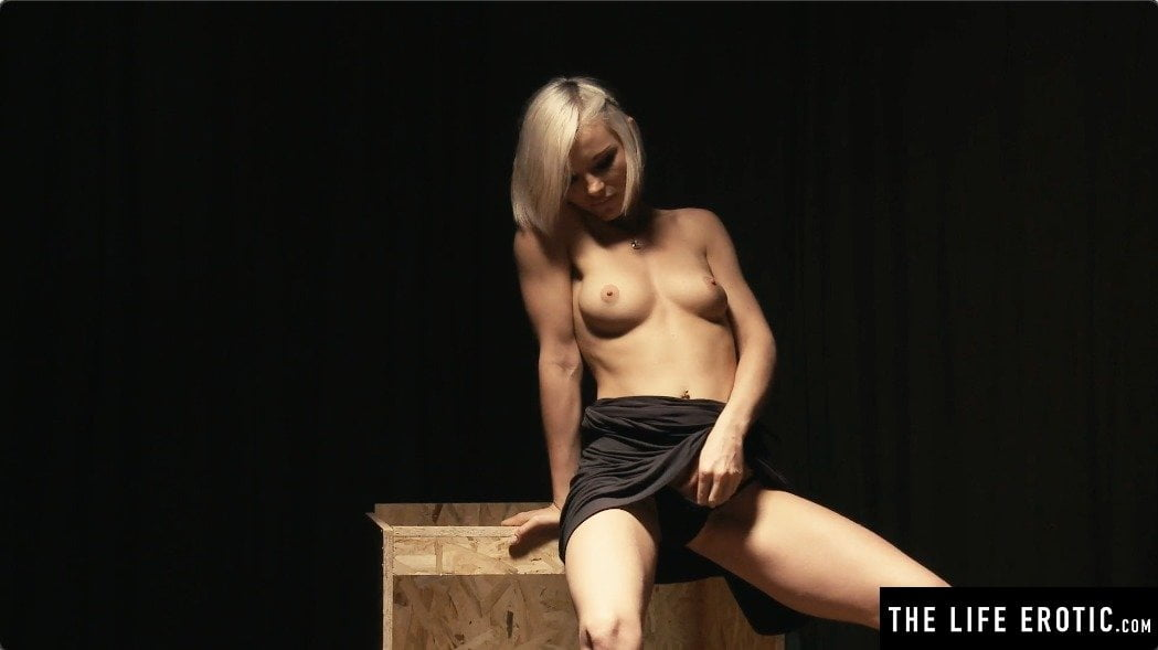 Fingering Tight Pussy and gets Orgasm with Skinny Teen