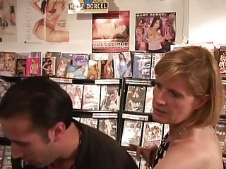 Best online sex shop - Florence docteur sodomised dans un sex-shop
