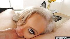 Riesige Titten-Blondine schlürft Schwanz und isst Eier