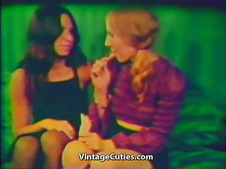Teenknit vintage knitting machine - Hot lesbians freaky machine fun 1970s vintage