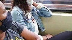 Novinha delicia no metro...
