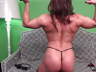 Muscle fucks her Brandimae pumps her muscles and her clit