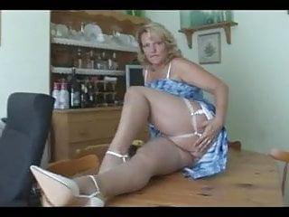 Voyeur rtp lingerie Chubby mom show camaster