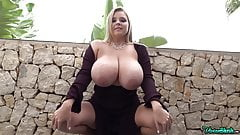 Potajemnie busty model