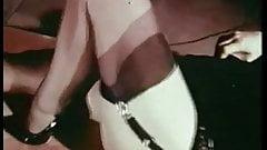 SHAKIN BRUNETTE - vintage curvy striptease 60s