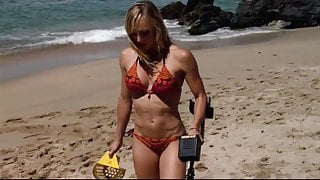 Lindsay Conklin: Sexy Bikini Girl - Sharktopus