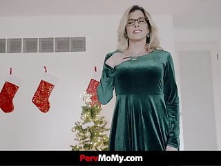 Stepson fuck his stepmom All he wants for xmas is to fuck his stepmom