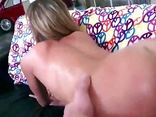Mature mum thumbs Mature mum enjoys anal