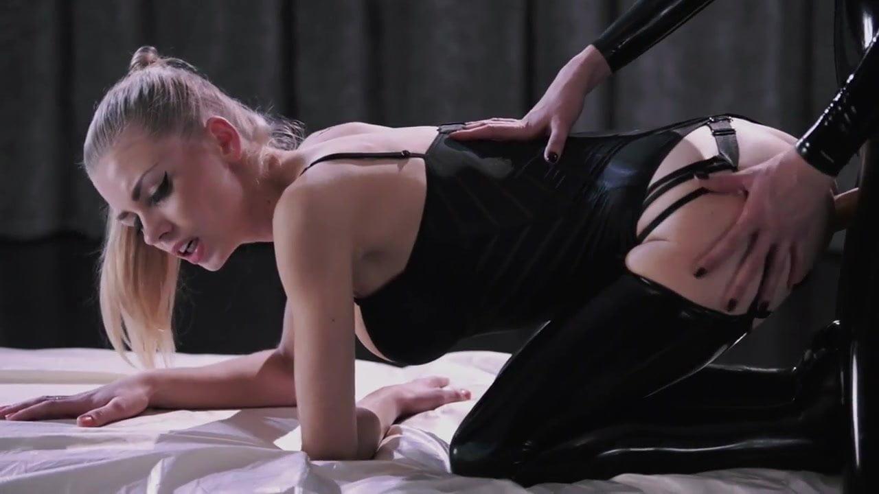 Lesbians Dildo Squirt Orgasm