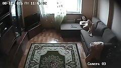 Скрытая камера. красивая девушка дома мастурбирует