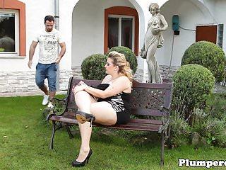 Bdsm garden - Chubby femdom queening submissive gardener