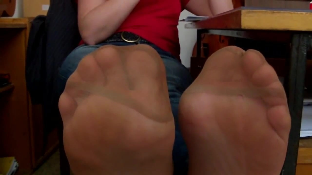 Sweaty Nylon Feet Smelling