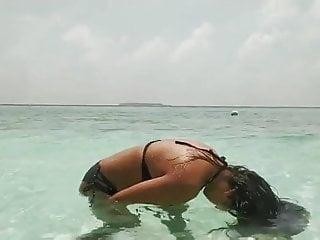 Hot bikini babe wallpaper Hot bikini babes with big boobs
