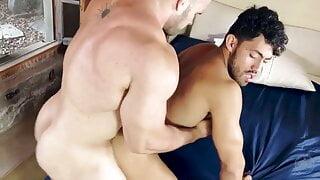 Pro bodybuilder flip fuck with latino hunk