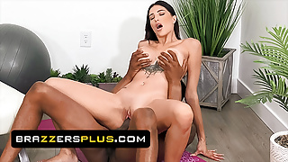 Isiah Maxwell Is More Than Happy To Use His Big Dick