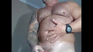 Musclebear jerk off