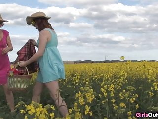 Natural hairy girls Natural lesbian girls on a canola field