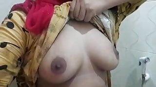 Babgladeshi girl show big boobs his BOSS