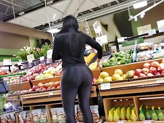 Big cock marketing - Huge black legging ass candid in the market
