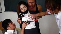 Три возбужденные студентки пробились с потрясающей японкой