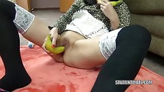 Asian wife Yuka Ozaki is stuffing her twat with bananas