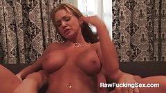 Raw Fucking Sex - Twerking MILF Nikki Sexx Sizzling Fuck