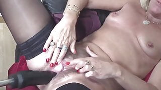 orgasm – hairy mature squirts from fucking machine casting