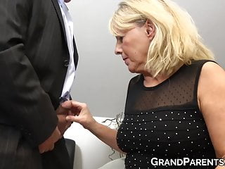 Teenie eats GILF pussy and takes mature dudes dick inside