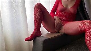 Hot MILF Ardentina rides big dildo close up and cums