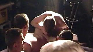 29 Minuten bareback - gruppenfick