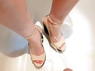 Women piss on feet videos free Piss on bbw wife wedges feet heels