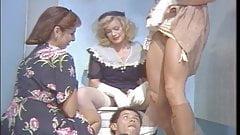 Винтажные дамы трахают мужчину