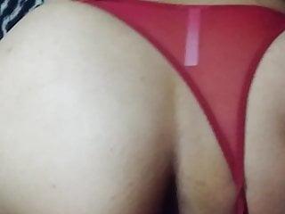 Rojas en bikini - Cogiendo en tanga roja