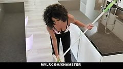 Black Milf September Reign Uses Repairman To Fix Her