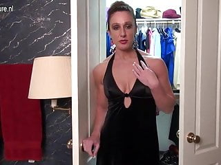 Gay big muscles - Muscled american housewife playing with her very big clit