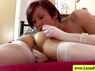 Tar heels suck - Mature stockings lesbian fingering and sucking